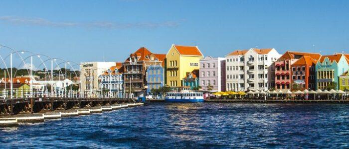 Willemstad in CUracao emma bridge