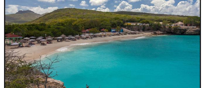 Der Bilderbuch Strand mit weissem Sand ist ein fantastischer Tauchplatz aus dem Reiseführer für Taucher der Tauchreiseführer Curacao
